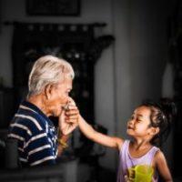 祖父と女の子